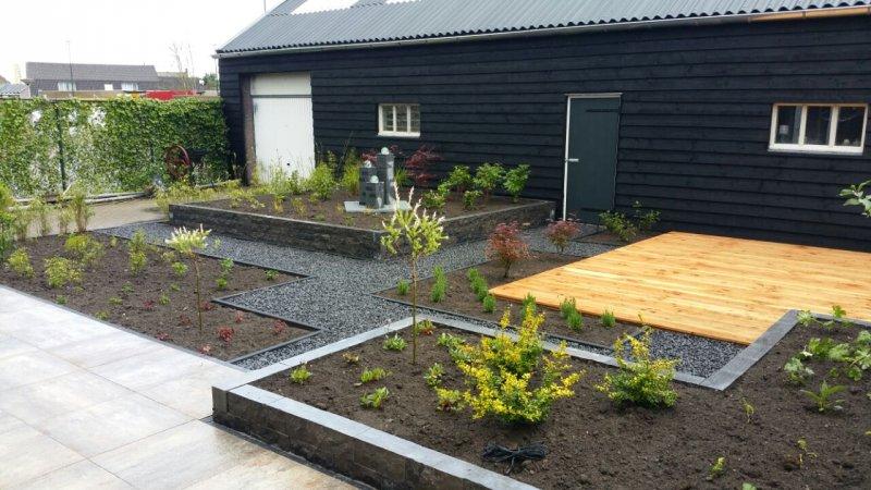 Vlonder In Tuin : Rustige tuin met verhoogde borders vlonder en mooi terrassen den